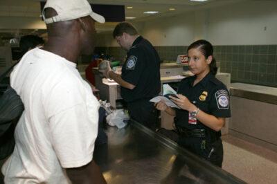 入境美国不能带的违禁物品清单,违规进黑名单