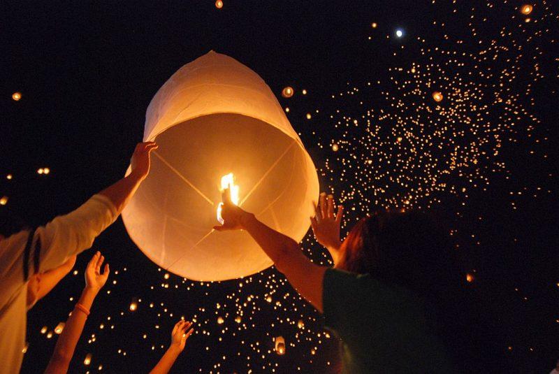 拉斯维加斯天灯节:漫天灯光 浪漫至极