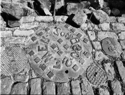 南帕萨迪纳用废井盖铺成的艺术之路-美国精品资讯