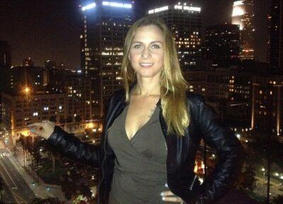 洛杉矶单身辣妈靠约会2年赚200万美金!