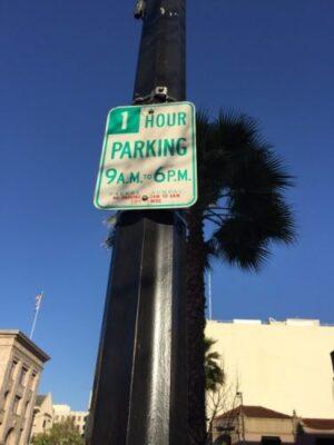 限时停车 只挪车位也要吃罚单